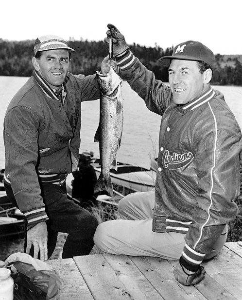 Maurice Richard et Émile Butch Bouchard à la pêche, en 1956. (Archives La Presse)
