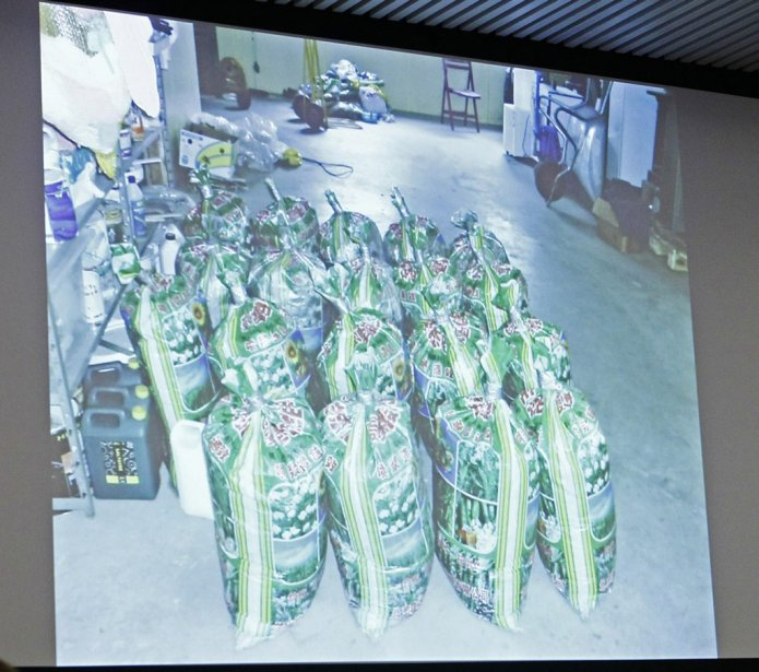 Des photos de l'arsenal que Breivik a utilisé en juillet 2011 ont été présentées à la Cour. (Photo Heiko Junge, Reuters)