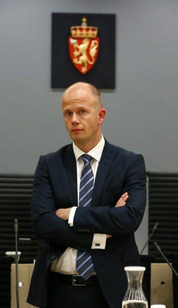 Le procureur de la couronne, Svein Holden, en attente de la conférence de presse qui clos la première journée d'audience au procès d'Anders Behring Breivik. | 16 avril 2012