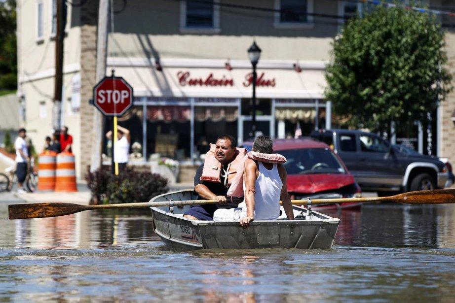 Des résidants de Totowa au New Jersey se... (Photo: Lucas Jackson, Archives Reuters)
