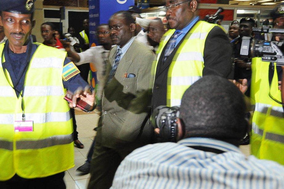 Jean Uwinkindi (au centre) est arrivé par avion... (Photo: Steve Terill,  AFP)