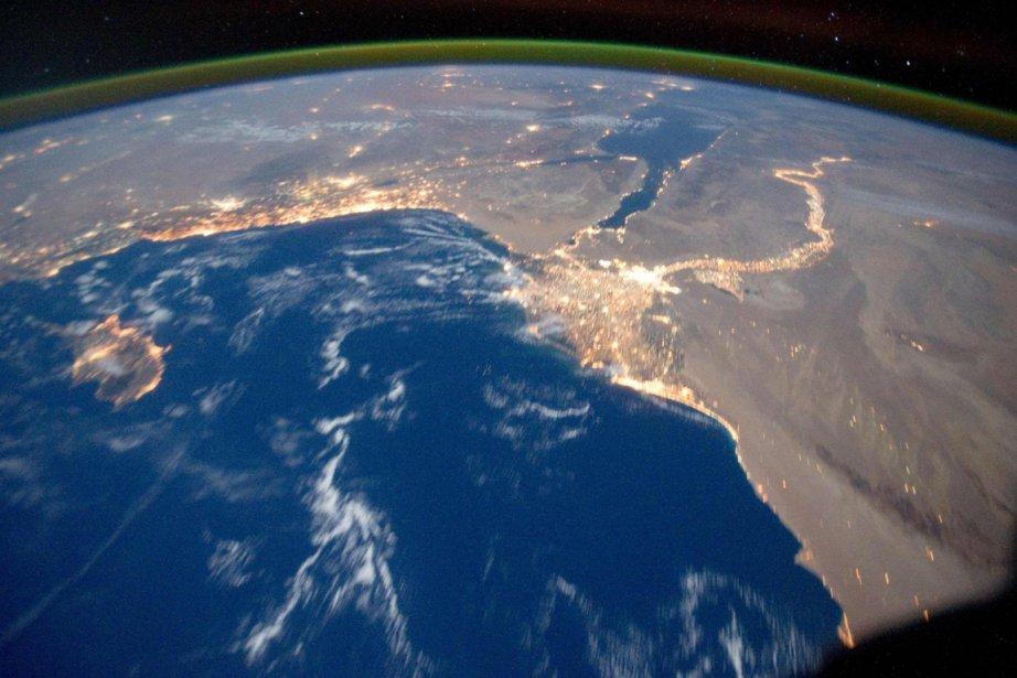 Elle se déplace à une vitesse de 28000km/h à une... (Photo: Reuters/NASA)
