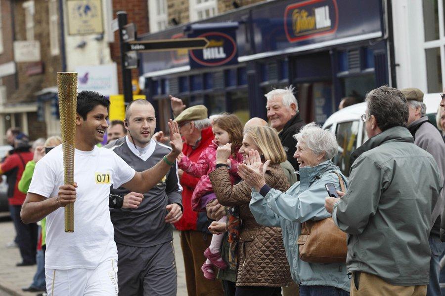 Quelque 122 bénévoles ont couru avec la flamme... (Photo: AFP)