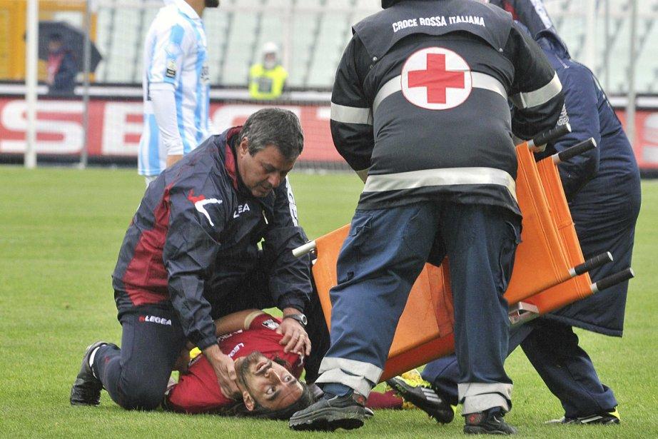 Le décès du joueur italien Piermario Morosini en... (Photo : Fabio Urbini, Reuters)