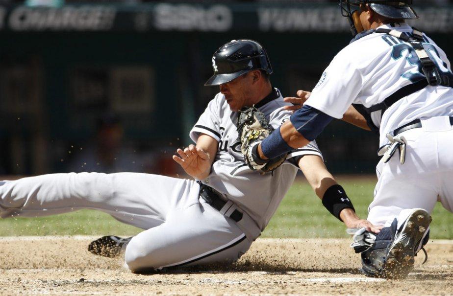 Kosuke Fukudome des White Sox de Chicago (gauche)... (Photo: KEVIN P. CASEY, AP)