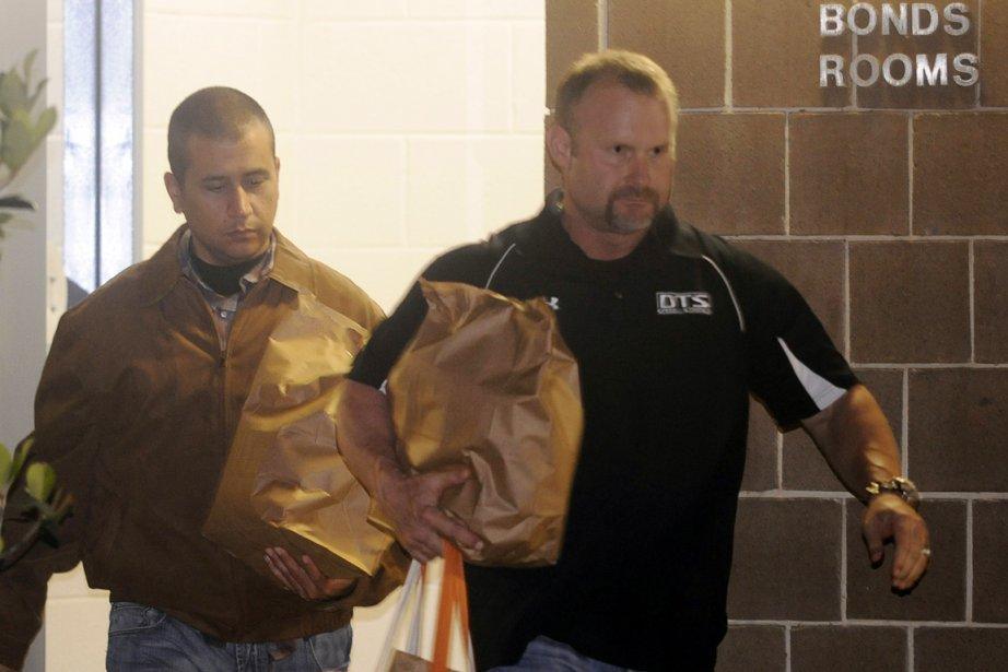 George Zimmerman (à gauche), filmé par les télévisions... (Photo: David Manning, Reuters)