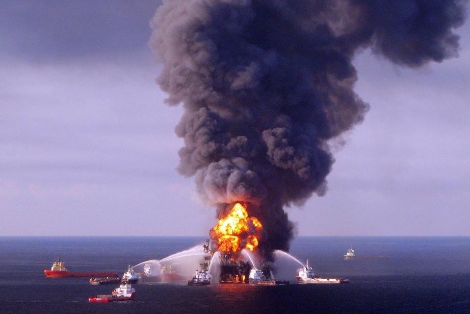 L'explosion de la plateforme Deepwater Horizon en 2010,... (Photo: Archives AFP)