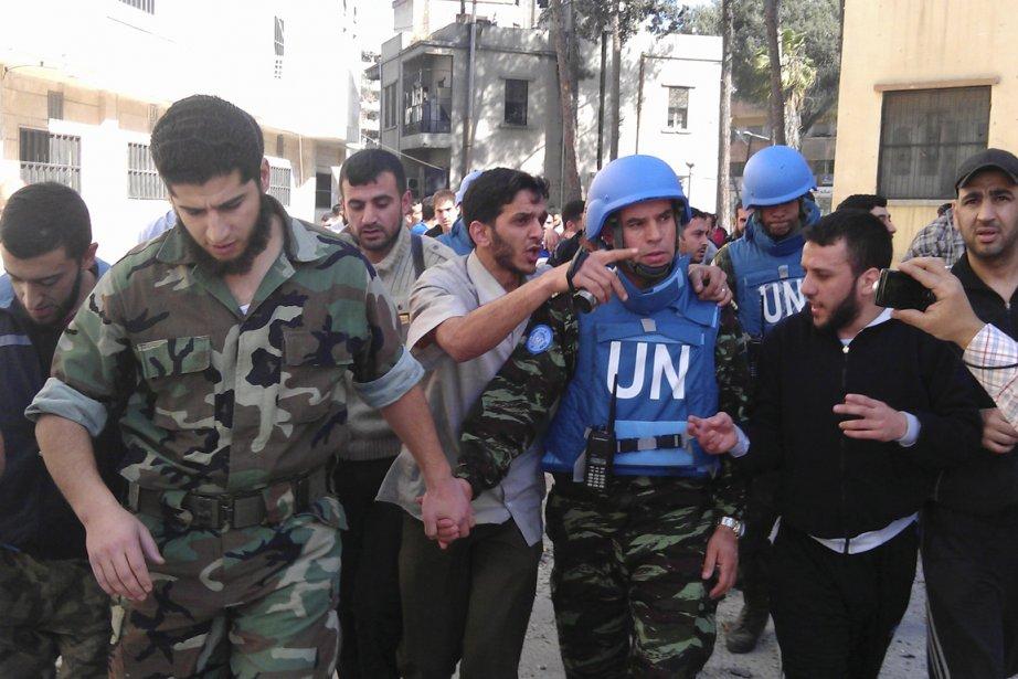 «Onze Casques bleus sont sur le terrain, dont... (Photo: Khaled Telawi, Reuters)