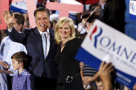 Mitt Romney et sa femme Ann ont célébré... (Photo: Reuters)