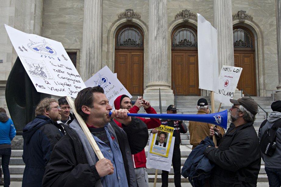 Une manifestation en appui aux syndiqués qui travaillaient... (Photo Patrick Sanfaçon, Archives La Presse)