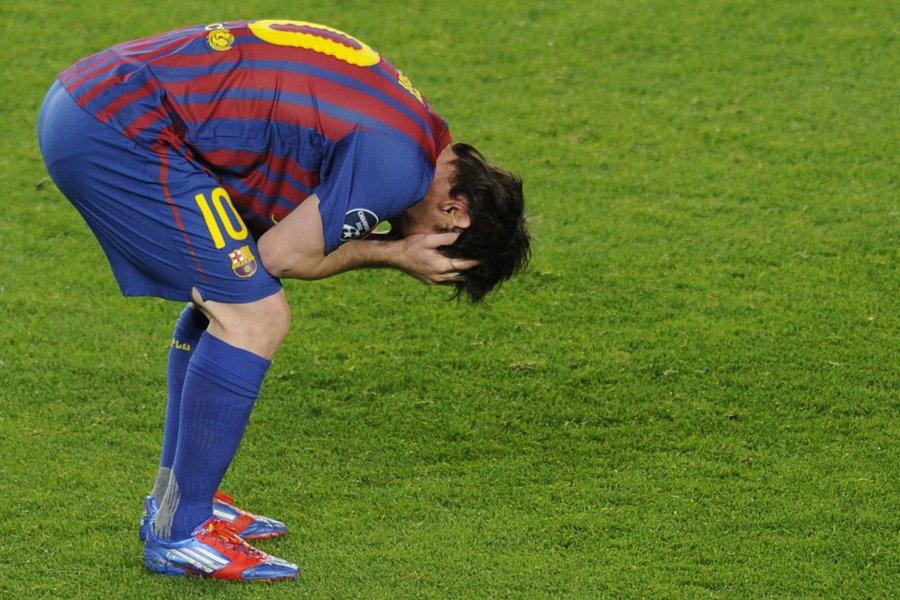 Lionel Messi a raté un penalty contre Chelsea,... (Photo: AFP)