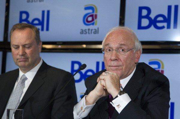 Le pdg de BCE, George Cope, et le...