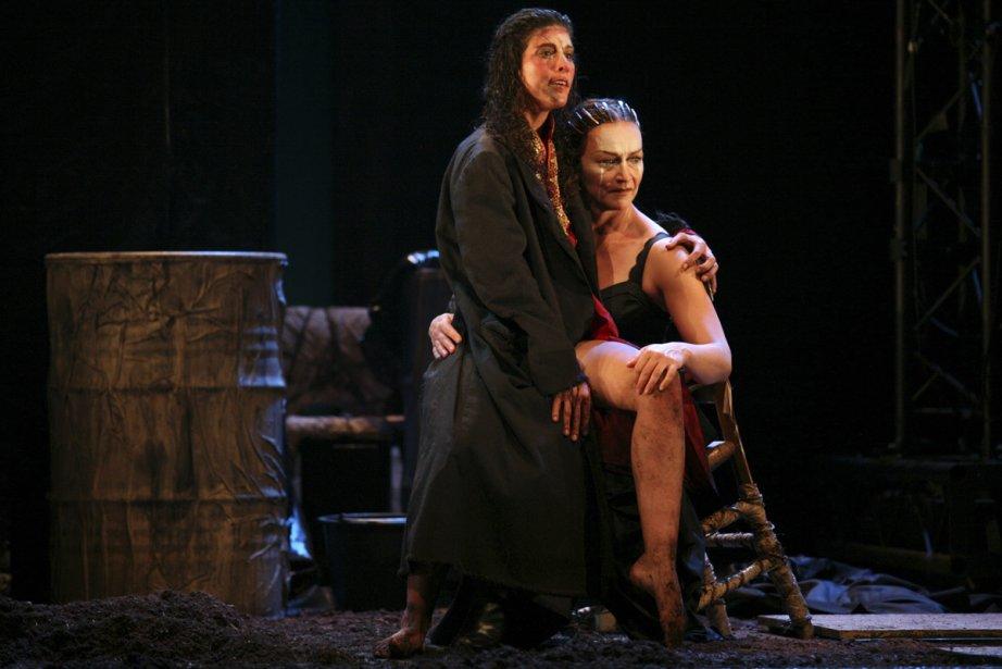 Sara Llorca en Électre et Sylvie Drapeau en... (Photo: Jean-Louis Fernandez, fournie par la production)