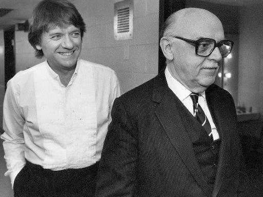 Jean-Guy Moreau et le maire Jean Drapeau lors d'un spectacle donné à la Place des Arts en août 1999. (Photo: Bermard Brault, archives La Presse)