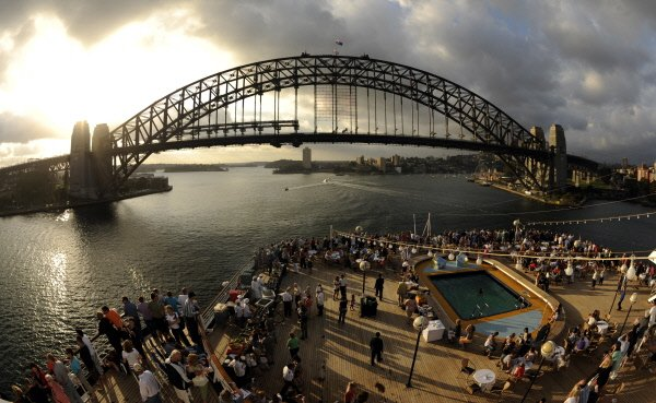 La banque centrale australienne abaisse son tauxdirecteur de 50 points de base...