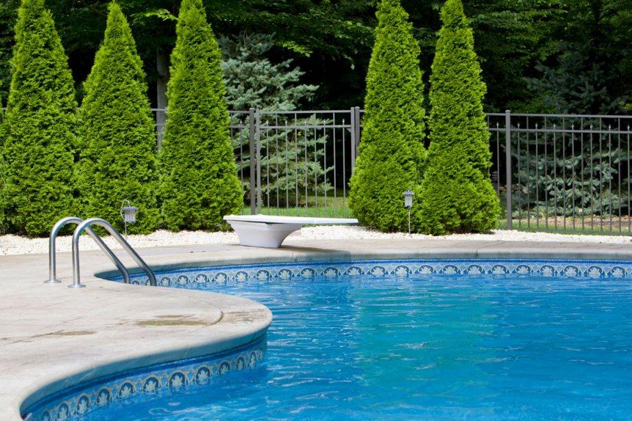 Avec le printemps, les publicités de piscine refont... (Photothèque La Presse)