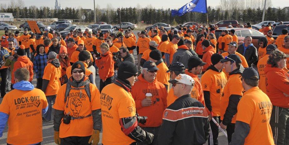 LOCK-OUT JOUR 122 (31 avril) MARCHE DE L'ÉNERGIE Un nombre de 24 syndiqués Métallos d'Alma ont amorcé mardi matin une traversée de la Réserve faunique des Laurentides jusqu'à l'Assemblée nationale jeudi. Ils entendent alors déposer une pétition comptant quelque 12 000 signatures et dénonçant les échanges hydroélectriques entre RTA et Hydro-Québec. | 2 mai 2012