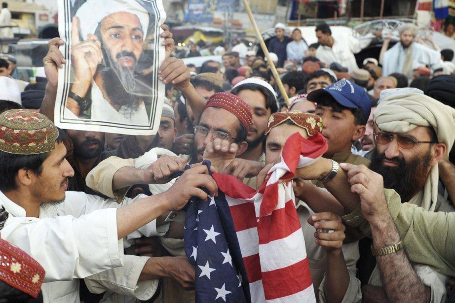 Plus de 500 militants du parti religieux Jamiat-Ulema-e-Islam,... (Photo: BANARAS KHAN, AFP)
