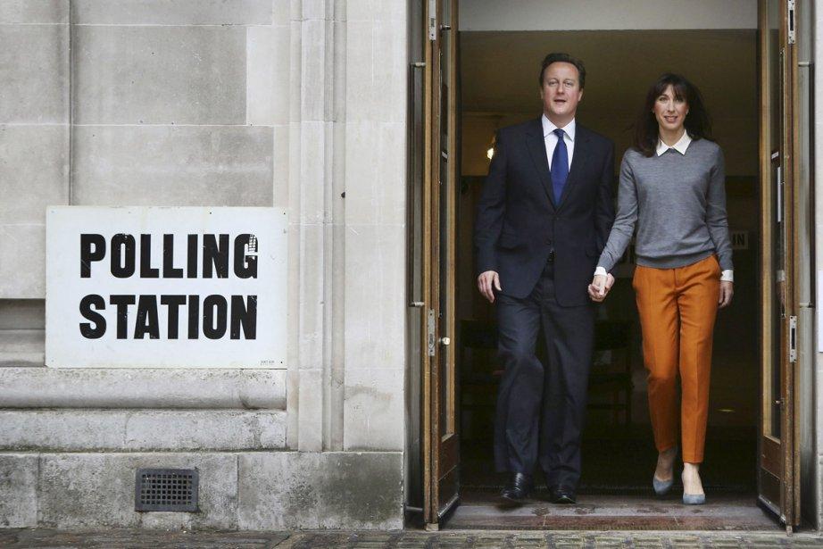 Le premier ministre David Cameron, accompagné de sa... (Photo: Peter Macdiarmid, Reuters)