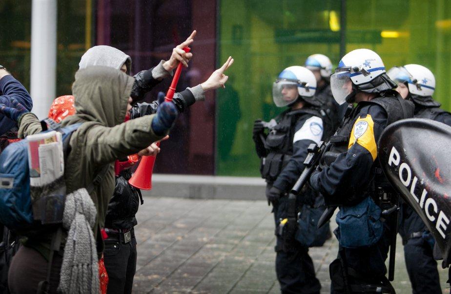 Au printemps dernier, plusieurs affrontements entre le SPVM... (Photo Marco Campanozzi, archives La Presse)