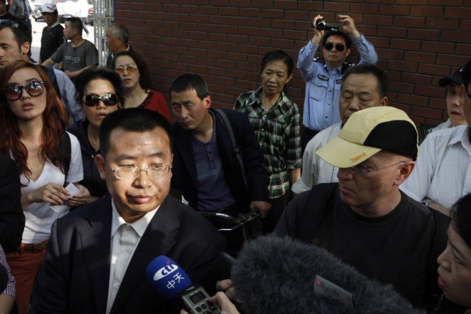 Des policiers ont arrêté Jiang Tianyong à l'hôpital... (Photo : Ng Han Guan, AP)