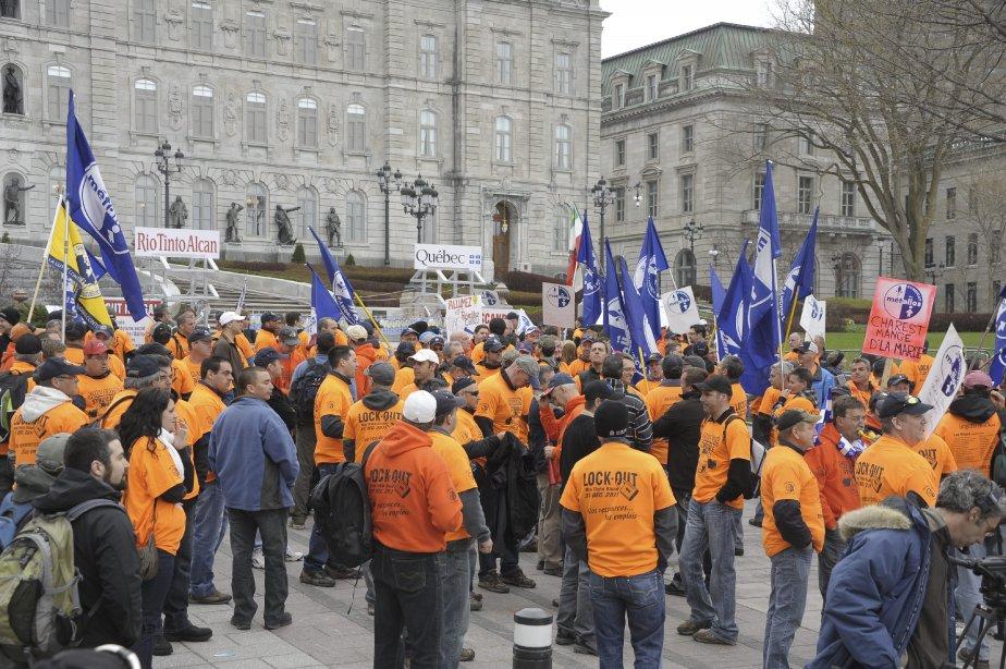 LOCK-OUT JOUR 125 (3 mai) MARCHE DE L'ÉNERGIE Jeudi matin, le Parti québécois a déposé en Chambre une pétition comptant quelque 12 000 signatures et exigeant que Québec mette un terme aux échanges hydroélectriques impliquant RTA, jusqu'à ce que le conflit soit terminé. Le document avait été transporté à la marche par deux douzaines de travailleurs lockoutés sur une distance de 220 kilomètres, soit d'un bout à l'autre de la Réserve faunique des Laurentides. | 4 mai 2012