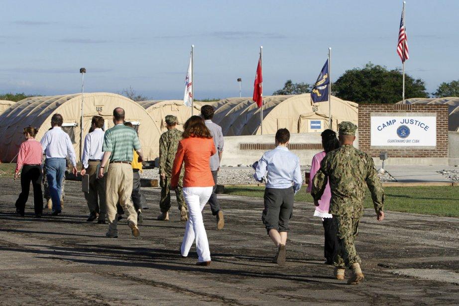 Les membres des médias se dirige vers le... (Photo Walter Michot, AP)