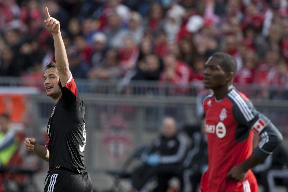 Hamdi Salihi (à gauche) a marqué le deuxième... (Photo : Chris Young, PC)