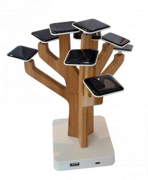 Chargeur à cellulaire avec capteur solaire de XD Design, 149,99 $ chez Eddy Laurent, 1276, avenue Maguire, Québec, 418682-3005   6 mai 2012