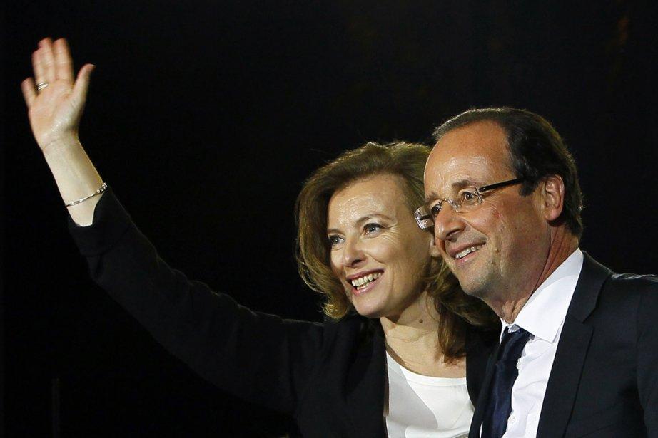 Le nouveau couple présidentiel français Valérie  Trierweiler-François... (Photo : François Mori, AP)