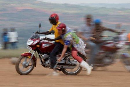 Le moto-polo est un nouveau sport extrême qui... (Photo: Tyler Hicks, The New York Times)
