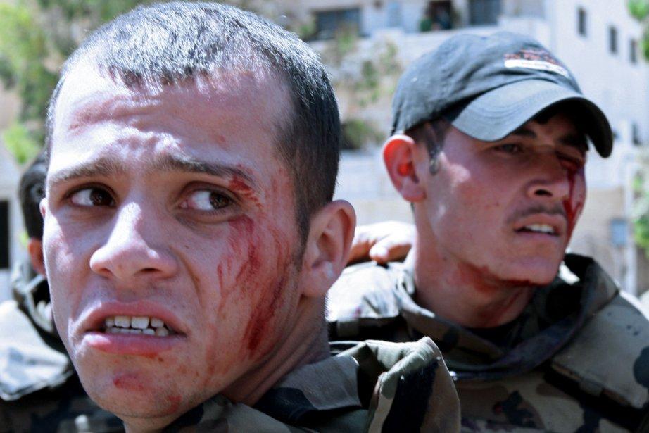 Six   soldats de l'armée régulière ont... (Photo : Louai Beshara, AFP)