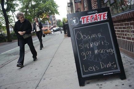 Une tableau du Stonewall Inn indique : «Obama... (Photo: Reuters)