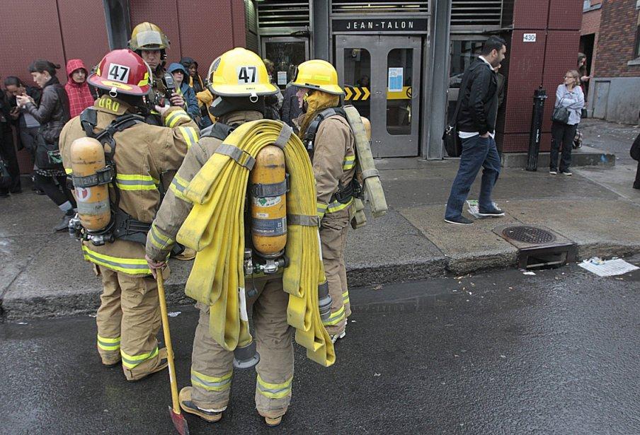 Intervention des pompier au métro Jean-Talon.... (Photo Patrick Sanfaçon, La presse)
