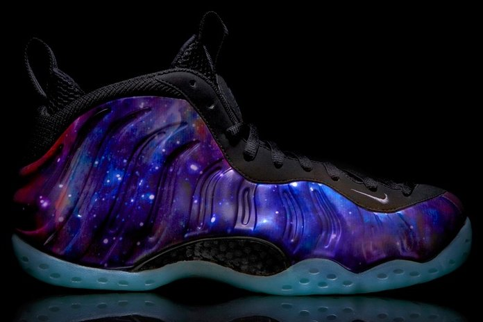 L'espadrille Nike Foamposite One Galaxy...