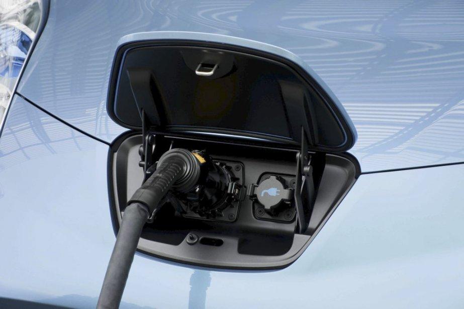 Un avenir électrique - Le tout électrique ne branche pas seulement Mitsubishi et Nissan. Bientôt, très bientôt, d'autres constructeurs proposeront aussi des véhicules qui ne s'arrêteront jamais à une pompe à essence. Parmi ceux-ci, on retrouve notamment Ford (Focus Electric), Chevrolet (Spark Electric), Smart (Fortwo Electric) ainsi que Tesla (S). Rappelons que le gouvernement du Québec vise, d'ici 2020, que le quart des véhicules circulant sur son territoire fonctionne à l'électricité. (Photo Éric LeFrançois, collaboration spéciale)