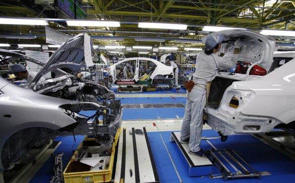 Les prix à la production aux États-Unis ont baissé en avril pour la première...