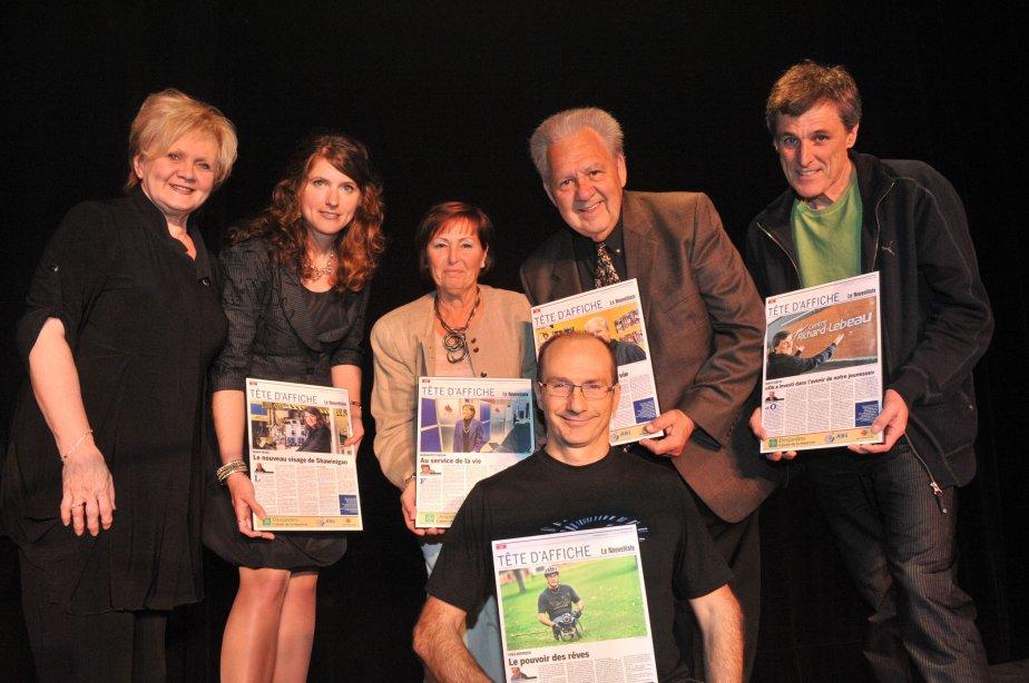 Les Têtes d'affiche Nancy Déziel, Marguerite Paquin, Yvon Picotte, Denys Guévin et Yves Bourque (à l'avant), ont été félicitées par Noëlla Champagne, députée de Champlain. | 11 mai 2012