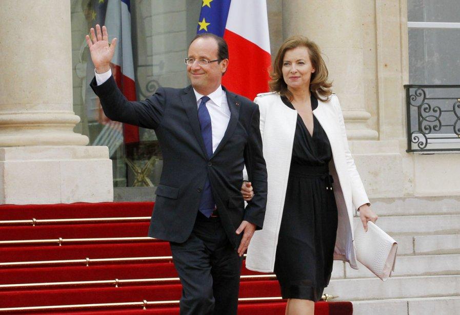 Le nouveau couple présidentiel français, François Hollande et Valérie Trierweiler, à leur arrivée à l'Élysée. (Photo: PATRICK KOVARIK, AFP)
