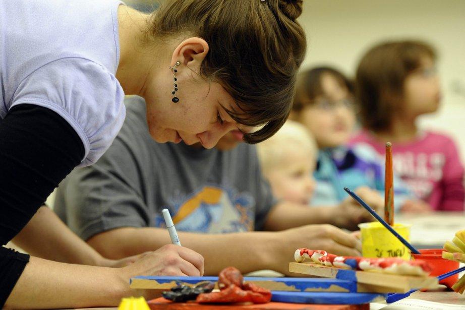 Bojana Coklyat dans sa classe de peinture à... (Photo Timothy A. Clary, AFP)