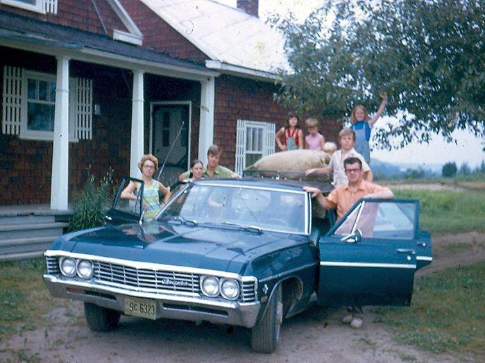 «Papa emmenait aux bleuets dans cette familiale chaque jour cinq ou six de ses garçons, un ami à lui, et tout l'attirail et les récipients pour ramasser les fruits de façon industrielle. Par contre, un jour en fin de journée, avec tous les récipients pleins de bleuets et qui s'empilent, la place a manqué. Ce jour-là, mon frère et moi avons fait les 80km du retour sur la route en gravier du parc de Chibougamau assis sur la galerie de toit chromée.» - Mario Baillargeon, Chicoutimi | 15 mai 2012