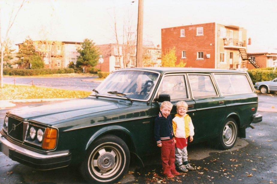 «En 1986, papa a acheté une Volvo et on est partis tous les cinq dans le Sud pour les vacances de Pâques. Le siège arrière descendait complètement et maman avait fait des matelas de