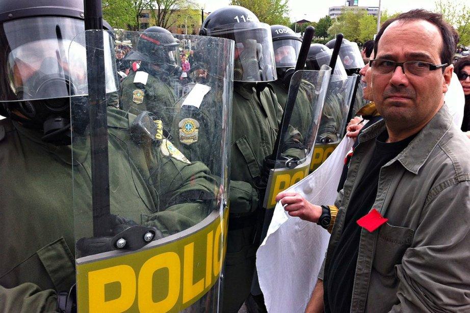 Les profs qui portent le carré rouge, manifestent... (PHOTO: PATRICK SANFAÇON, LA PRESSE)