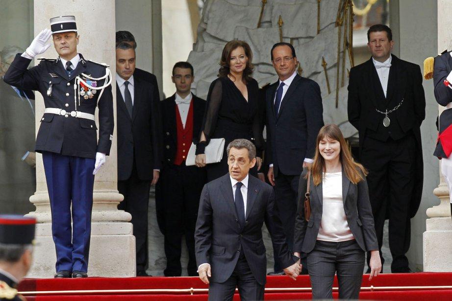 Le président sortant Nicolas Sarkozy et sa femme... (Photo: Gonzalo Fuentes, Reuters)