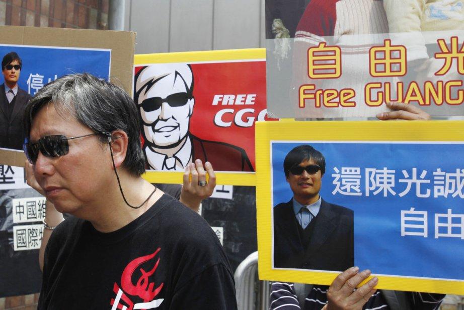 Une manifestation de soutien à l'endroit du dissident... (Photo: Bobby Yip, Archives Reuters)