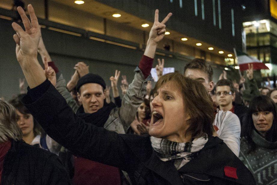 Manifestation hier soir à Montréal contre le projet... (Photo: Olivier PontBriand, La Presse)