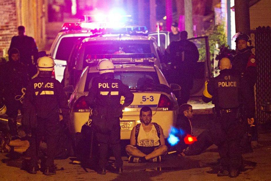 Une arrestation massive a eu lieu rue Ste-Catherine peu avant minuit. | 22 mai 2012