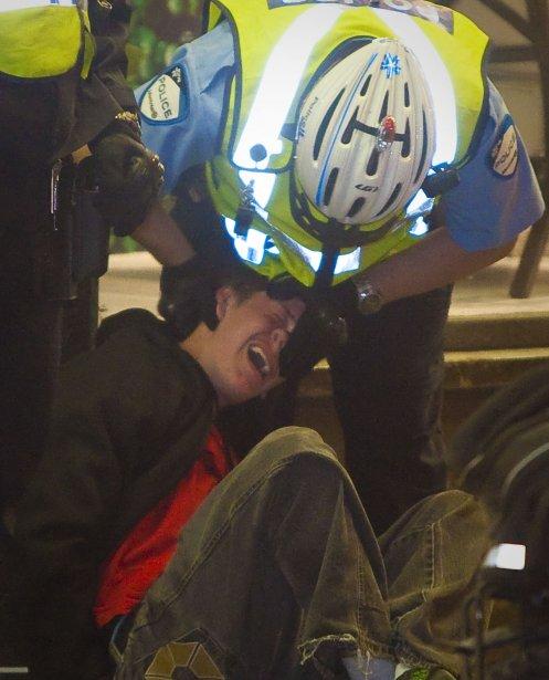 Arrestation musclée qui laisse songeur.... | 2012-05-23 00:00:00.000