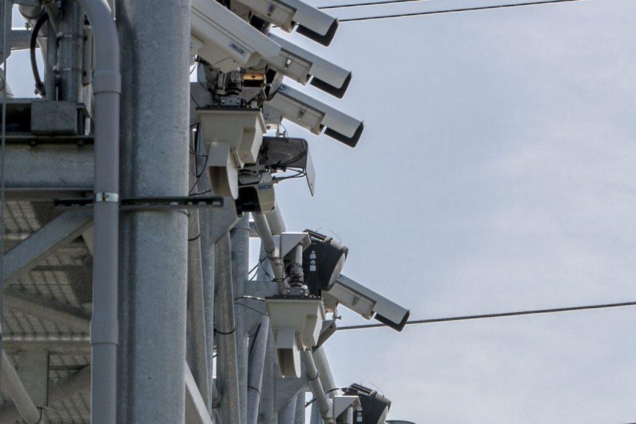 Les caméras qui détectent les passages sur le... (Photo Olivier Pontbriand, La Presse)