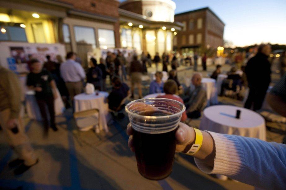 À part le plaisir de boire des boissons... (Photo Dave Martin, AP)